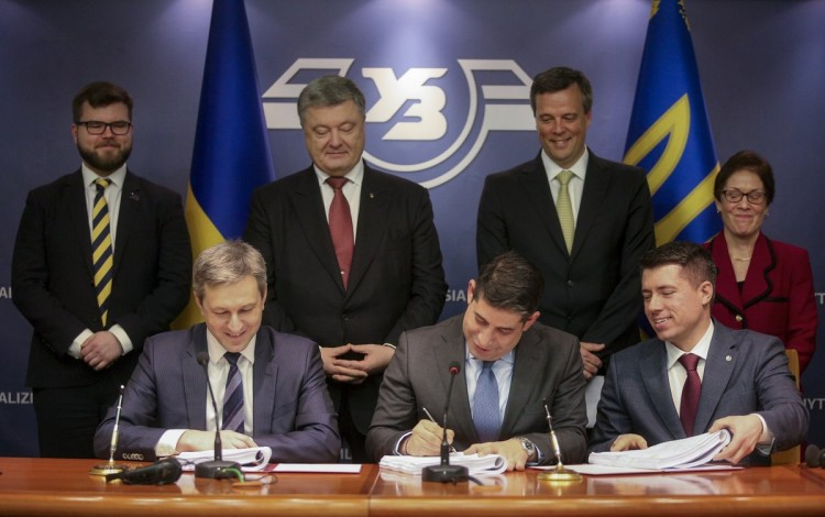 Ukraine signs billion-dollar deal with General Electric to modernize railway fleet
